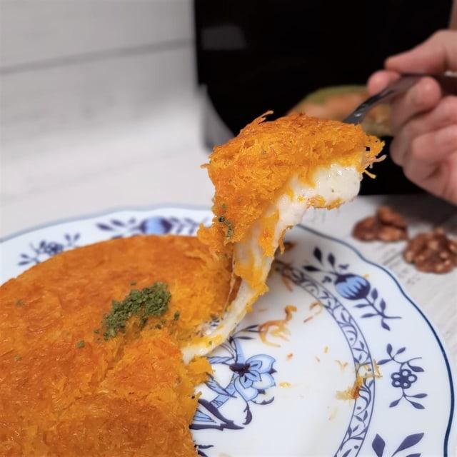 Mencoba Dessert Kunefe Berisi Lelehan Keju dan Baklava Legit ala Timur Tengah (35685)