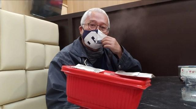 Dosen Bernama Bang Potan Ajarkan Kuliah Daring di Warung 'MakanKu' Solo (12734)