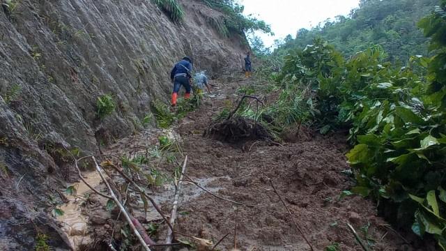 4 Hari Terisolasi karena Tanah Longsor, Warga 3 Dusun di Mamasa Krisis Pangan (321537)