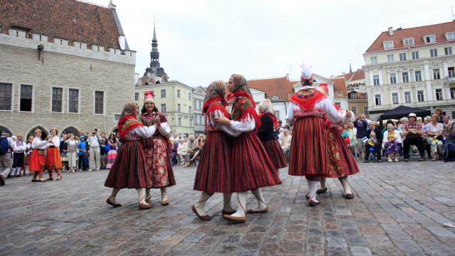 Mengenal Tradisi Terbiasa Hidup Tanpa Pria di Estonia (2877)