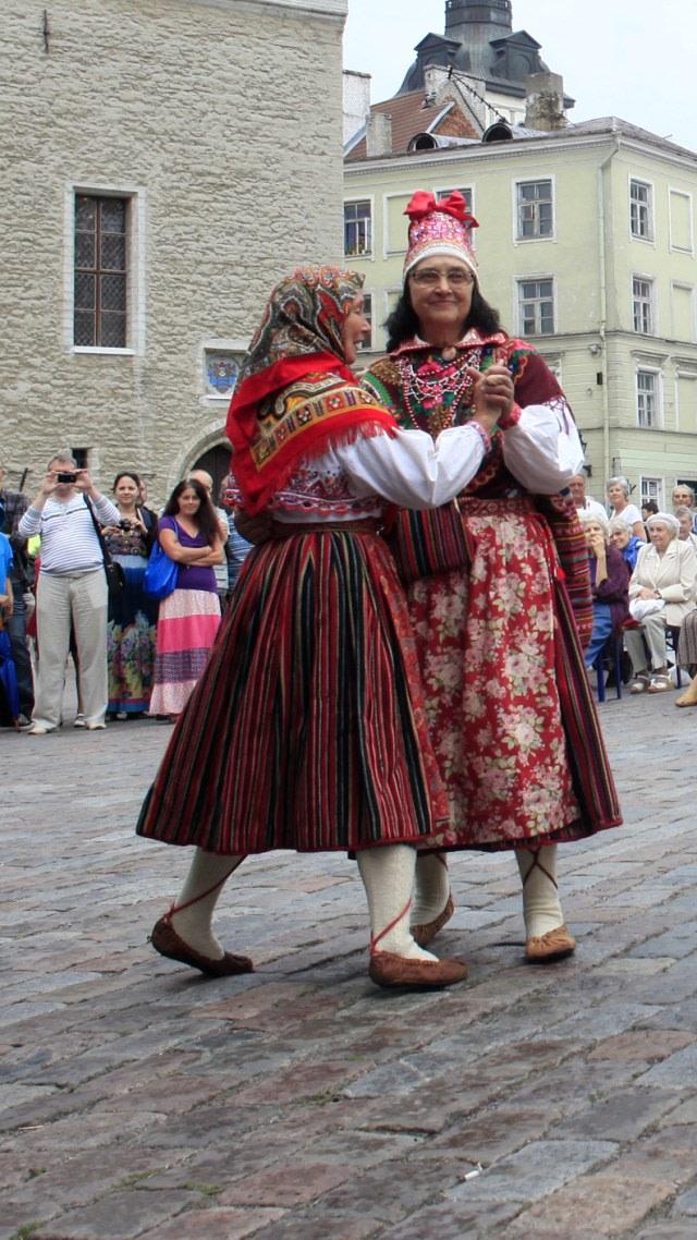 Mengenal Tradisi Terbiasa Hidup Tanpa Pria di Estonia (2876)