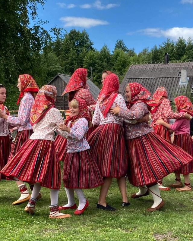 Mengenal Tradisi Terbiasa Hidup Tanpa Pria di Estonia (2875)