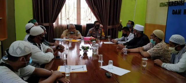 Tolak UU Omnibus Law, FPI Bangka Barat Datangi Gedung DPRD (83095)