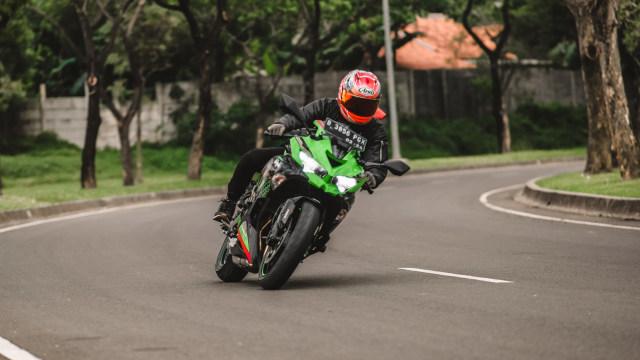 Foto: Kawasaki Ninja ZX-25R, Motor Sport 250 Cc Rasa 'Moge' (89894)