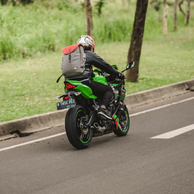 Foto: Kawasaki Ninja ZX-25R, Motor Sport 250 Cc Rasa 'Moge' (89893)