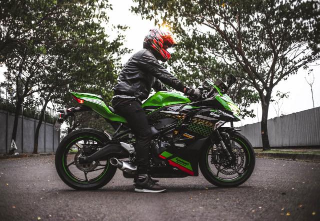 Foto: Kawasaki Ninja ZX-25R, Motor Sport 250 Cc Rasa 'Moge' (89895)