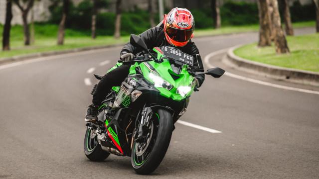 Foto: Kawasaki Ninja ZX-25R, Motor Sport 250 Cc Rasa 'Moge' (89891)