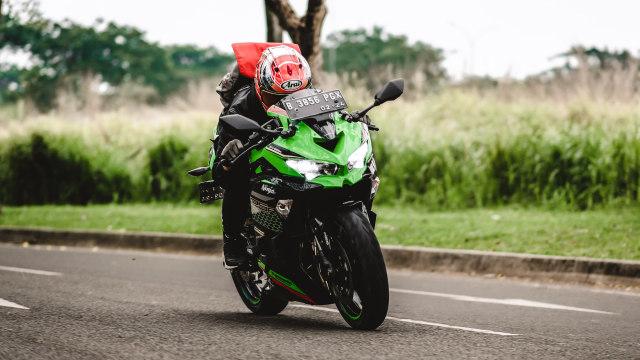 Foto: Kawasaki Ninja ZX-25R, Motor Sport 250 Cc Rasa 'Moge' (89892)