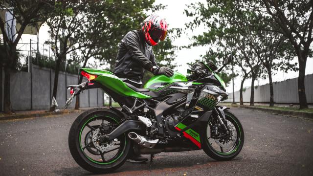 Foto: Kawasaki Ninja ZX-25R, Motor Sport 250 Cc Rasa 'Moge' (89898)