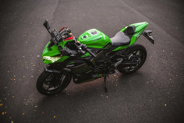 Foto: Kawasaki Ninja ZX-25R, Motor Sport 250 Cc Rasa 'Moge' (89911)