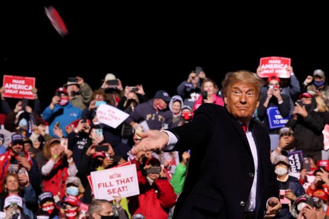 Trump dan Moderator Terlibat Debat Panas soal Konspirasi QAnon (80993)