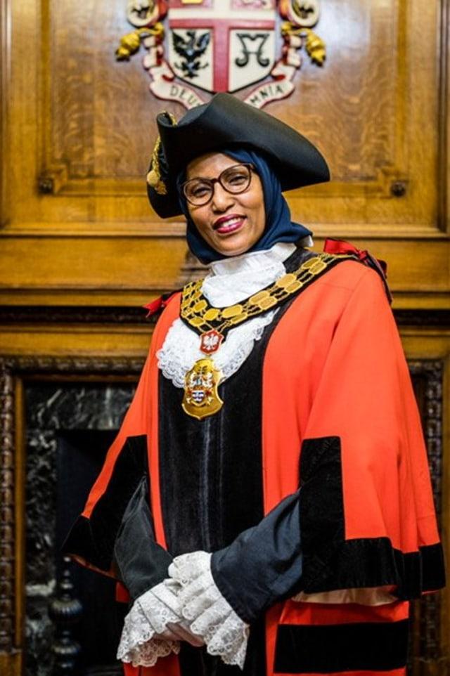 Rakhia Ismail, Walikota Berhijab yang Mundur dari Jabatan karena Perlakuan Rasis (29424)
