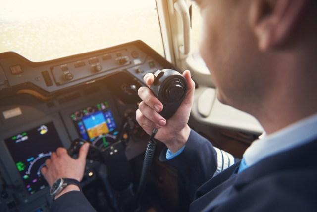 Kisah Pilot Selamat Setelah Tersedot Keluar Jendela Saat Pesawat Terbang Tinggi (631643)