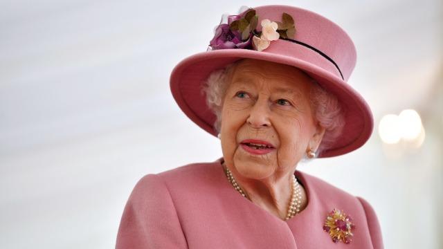 Tampilan Perdana Ratu Elizabeth II pasca Karantina Mandiri di Tengah Pandemi (27933)