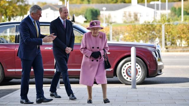 Ratu Elizabeth II Cari Asisten Pribadi untuk Temani Traveling, Minat Daftar? (163448)