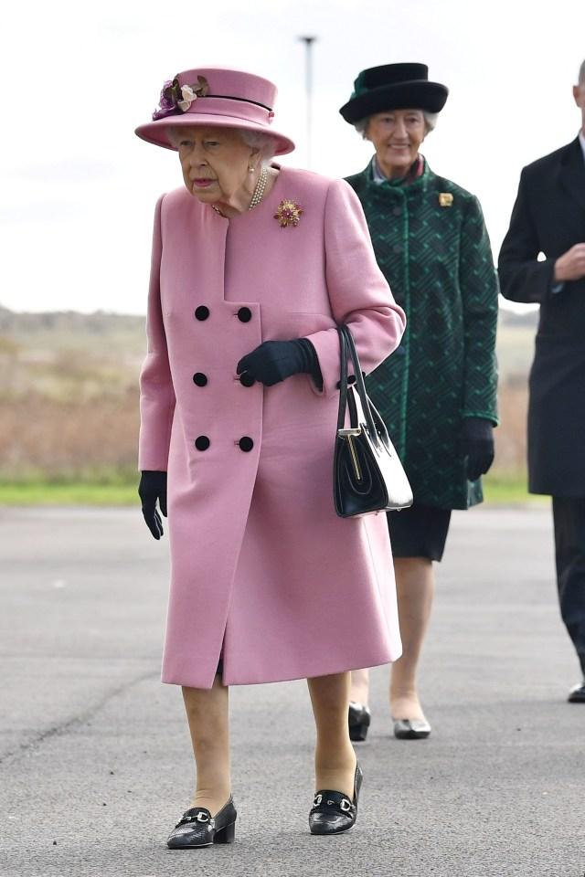 Mau Keliling Dunia Bareng Ratu Elizabeth II?? Ini Caranya (18708)