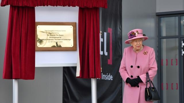 Tampilan Perdana Ratu Elizabeth II pasca Karantina Mandiri di Tengah Pandemi (27932)