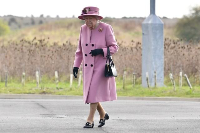 Tampilan Perdana Ratu Elizabeth II pasca Karantina Mandiri di Tengah Pandemi (27930)