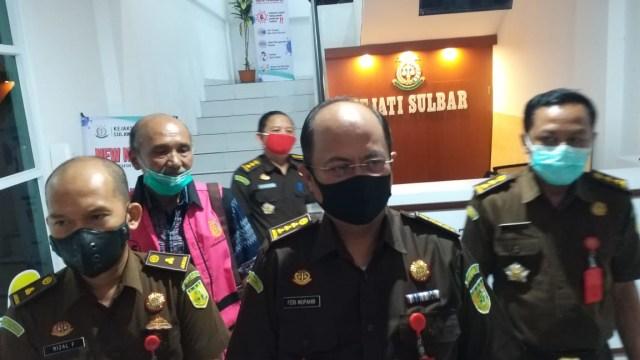 Kejati Sulbar Tahan Tersangka Korupsi Pengadaan Bibit Kopi Senilai Rp 1,1 Miliar (281255)