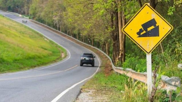 Banyak yang Keliru, Begini 5 Teknik Aman Pengereman Mobil di Jalan Menurun (20646)