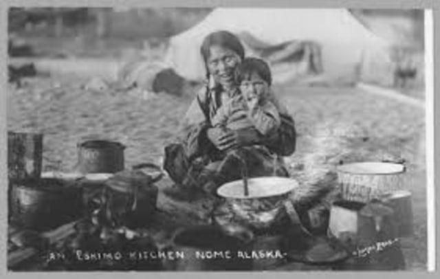 Agar Wanita Tak Kesepian, Pria Eskimo Punya Tradisi 'Mulia' Berbagi Istri (93283)