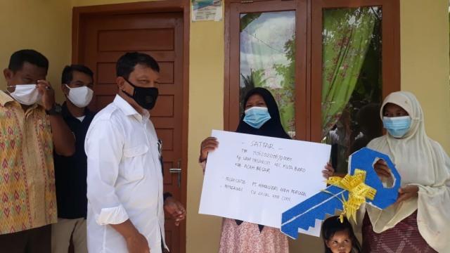 Pemerintah Aceh Serahkan 406 Rumah untuk Keluarga Miskin di Aceh Besar (115165)