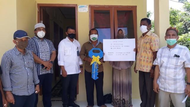 Pemerintah Aceh Serahkan 406 Rumah untuk Keluarga Miskin di Aceh Besar (115166)