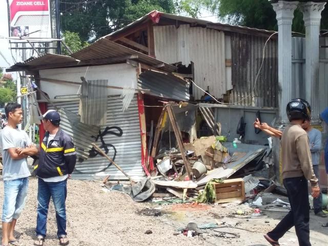 Kecelakaan Beruntun Truk Tabrak Motor di Puncak, 5 Orang Tewas (223993)
