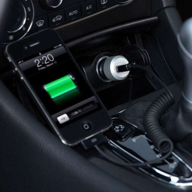 Jangan Asal Colok, Sembarang Ngecas Ponsel di Mobil Bisa Berpotensi Bahaya (69861)