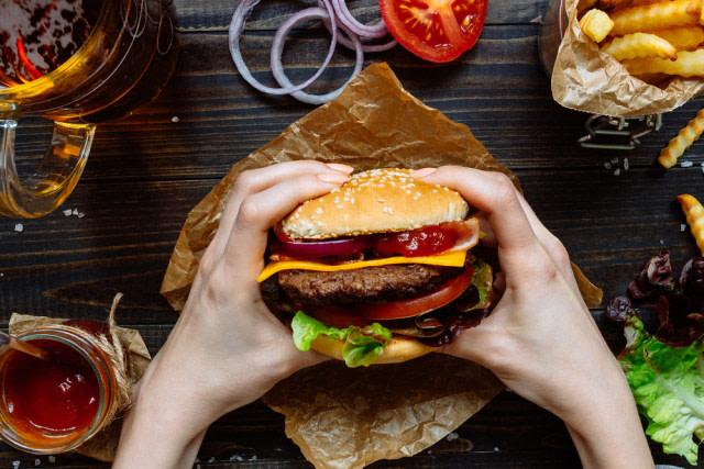 Mencicipi 'Eazy Burger' di Singkawang yang Diracik Sesuai Lidah Orang Indonesia  (65034)