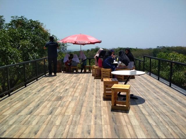 Sensasi Nyeruput Kopi Gincu di Tengah-tengah Kebun Mangga, Yuk Coba (77336)