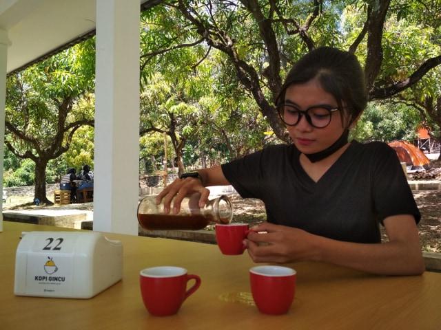 Sensasi Nyeruput Kopi Gincu di Tengah-tengah Kebun Mangga, Yuk Coba (77335)