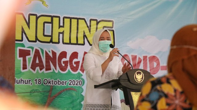 Bupati Bojonegoro Anna Muawanah, Launching Kampung KB Tanggap Covid-19 (33421)