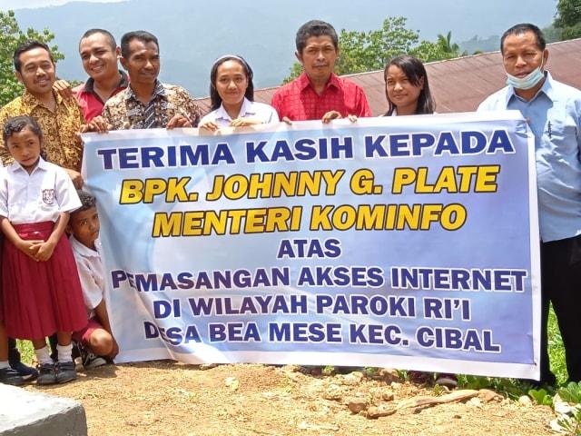Kementerian Kominfo Bantu Internet Vsat di Wilayah Paroki Rii, Manggarai  (68955)