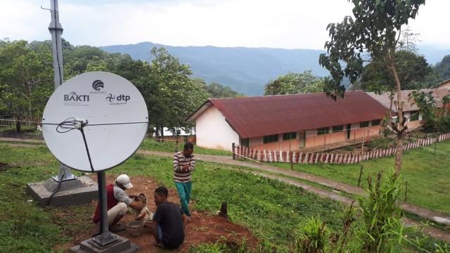 Kementerian Kominfo Bantu Internet Vsat di Wilayah Paroki Rii, Manggarai  (68956)
