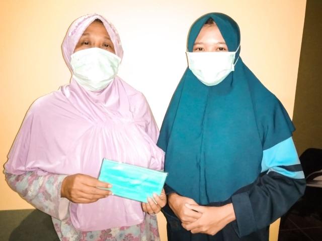 Mahasiswa KKN UIN Walisongo Bagikan Masker Gratis (29769)