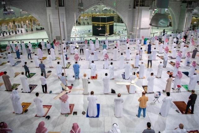 Foto: Salat Jemaah Pertama di Masjidil Haram saat Pandemi Corona (68179)