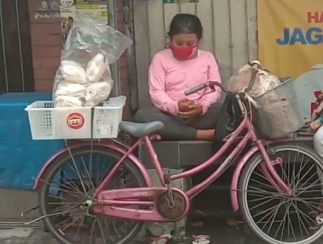 Bantu Ibu Berjualan dengan Sepeda, Safira Kini Miliki Kios Untuk Berdagang (19094)