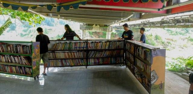 Pojok Pustaka, Taman Bacaan di Bawah Jembatan, Yogyakarta (74834)