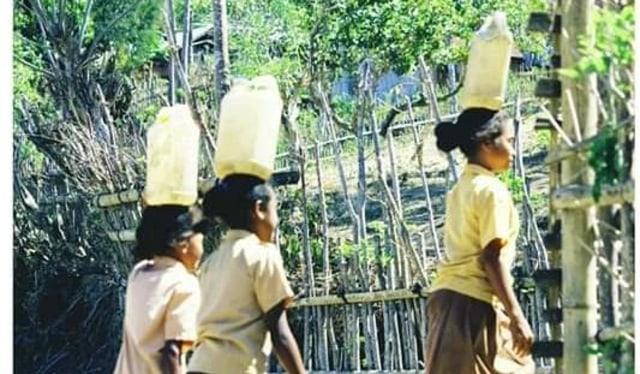 Air Bersih Sudah Masuk Sekolah, Siswa SD Inpres Tuanio NTT Tak Perlu Pikul Air B (29006)