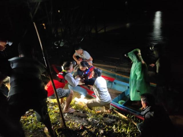 Anak 5 Tahun yang Tenggelam di Sungai Sekadau, Kalbar, Ditemukan Meninggal Dunia (105440)