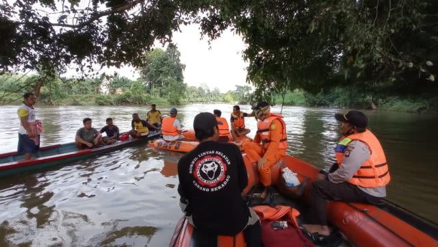 Anak 5 Tahun yang Tenggelam di Sungai Sekadau, Kalbar, Ditemukan Meninggal Dunia (105441)