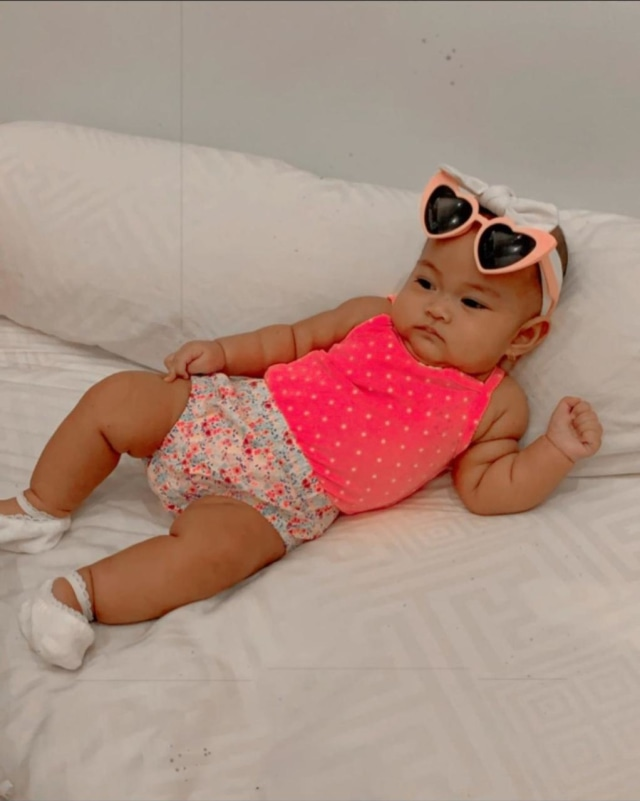 7 Potret Sada, Putri Fitri Tropica yang Selalu Terlihat Modis meski Masih Bayi (20226)