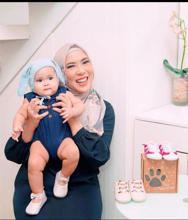 7 Potret Sada, Putri Fitri Tropica yang Selalu Terlihat Modis meski Masih Bayi (20228)