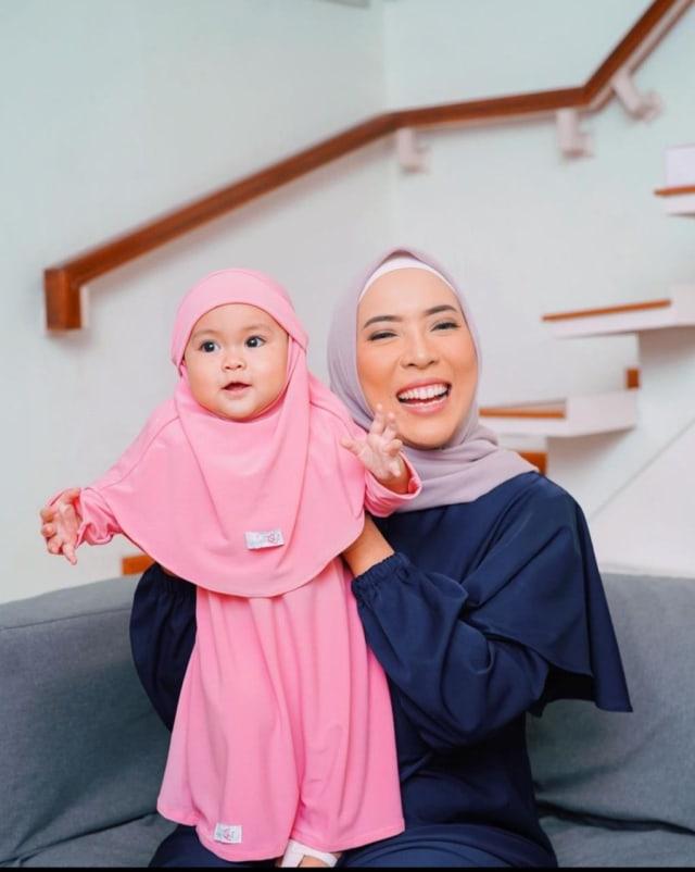 7 Potret Sada, Putri Fitri Tropica yang Selalu Terlihat Modis meski Masih Bayi (20230)