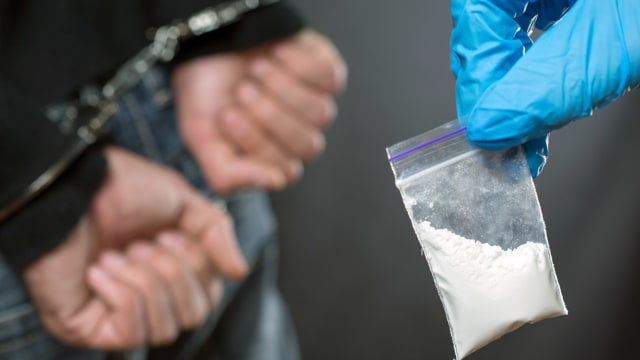 Sopir Bus di Garut Ditangkap Polisi, Diduga Pengedar dan Pemakai Narkoba (74409)