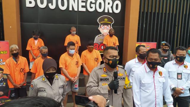 Gadaikan Mobil Rental, 2 Orang Tersangka Diamankan Polisi Bojonegoro (520246)