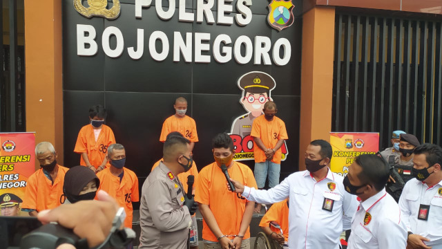 Gadaikan Mobil Rental, 2 Orang Tersangka Diamankan Polisi Bojonegoro (520248)