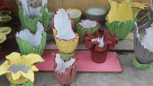 Bisnis Rumahan di Tengah Corona, IRT Ini Sulap Kain Bekas jadi Vas Bunga Unik (531314)