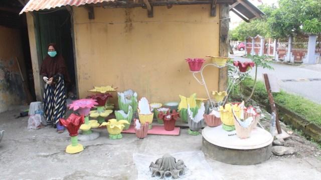 Bisnis Rumahan di Tengah Corona, IRT Ini Sulap Kain Bekas jadi Vas Bunga Unik (531315)
